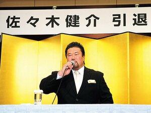 """佐々木健介が一途に駆けた、28年間の熱血プロレス人生。~""""鬼嫁""""も同席、武骨な引退会見~"""