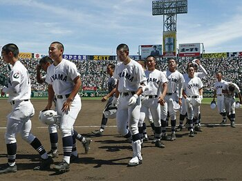 仙台育英流の「最後まで全力」。コールドのない甲子園で19点差勝利。<Number Web> photograph by Kyodo News