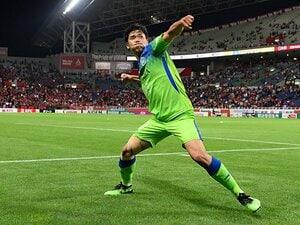 浦和vs.湘南、山根視来の劇的ゴール。 あの時あの位置にCBがいた理由。