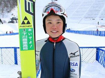 世界ジュニアで初メダル!躍進する日本ジャンプ女子。~要注目の伊藤有希と高梨沙羅~<Number Web> photograph by Shino Seki