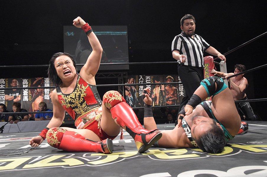 DDT王座戴冠の里村からアイドルまで、女子プロレス、夏の百花繚乱。<Number Web> photograph by DDTプロレスリング