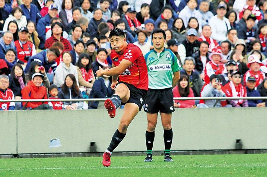SOは田村だけじゃない――。代表司令塔の熾烈な定位置争い。~ラグビーW杯へ存在感を増す2人~<Number Web> photograph by Nobuhiko Otomo