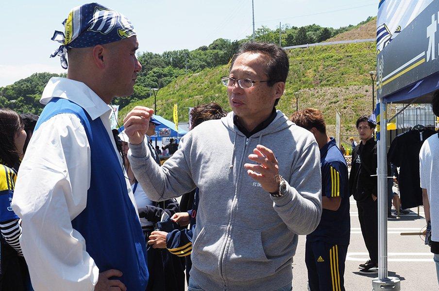FC今治と岡田武史と東大卒の社長。フロンターレを手本に熱の持続を。<Number Web> photograph by Tetsuro Kaieda