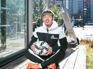 「サッカー人生はここからがスタート」 スイス1部ローザンヌ移籍の20歳鈴木冬一が抱く、長友佑都への思い