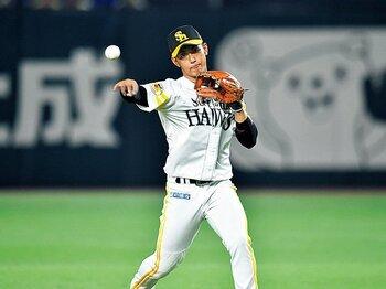 今宮健太に目指してほしい、日本人離れのスローイング。~ちゃんと捕ってちゃんと投げる「日本人の癖」を越えろ~<Number Web> photograph by Hideki Sugiyama