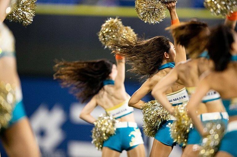 アメリカンフットボールなどで、なくてはならない存在。試合を盛り上げ、会場を華やかにする。 / photograph by Michi Ishijima