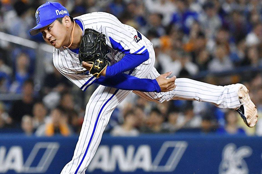 苦手な夏に月間MVP、鼓舞する姿も。十字架背負う山崎康晃へ高まる信頼。<Number Web> photograph by Kyodo News