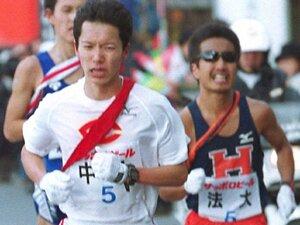 【箱根駅伝】「やってらんねぇよ!」一度はチームを離れた法大主将が顔をゆがめ走りぬいた、2001年突風の5区
