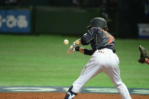 緊張からか、松井稼頭央がバント失敗。