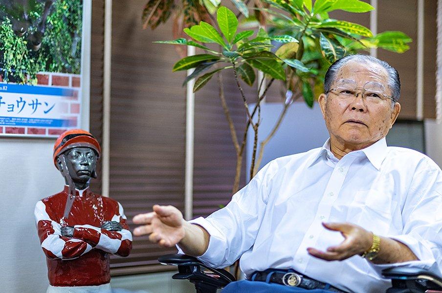 「来年はドバイと凱旋門賞に行く」オジュウチョウサンと名物オーナー。<Number Web> photograph by Takuya Sugiyama