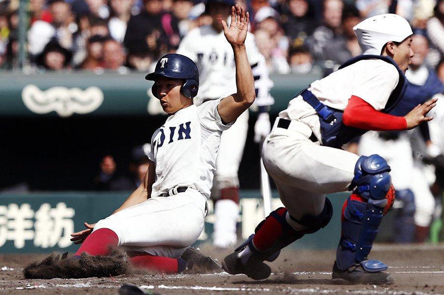 本塁クロスプレー、捕手の位置は?センバツで気になった「暴力と知恵」。<Number Web> photograph by Kyodo News