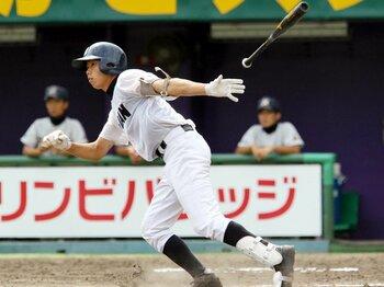 """関西で流行りの""""攻撃型捕手""""とは?夏の甲子園で旋風を巻き起こすか。<Number Web> photograph by NIKKAN SPORTS"""