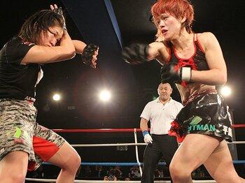 アクシデントも、熱い試合も続出。拡大を続ける、女子MMAシーン。<Number Web> photograph by Takeshi Maruyama