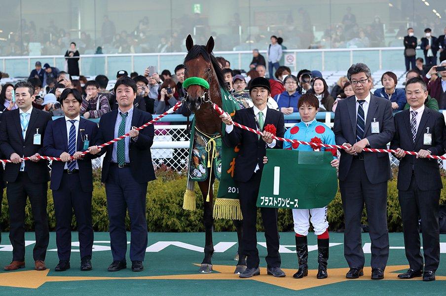 父はダービー2勝の偉大なジョッキー。大竹正博と相棒ブラストワンピース。<Number Web> photograph by Yuji Takahashi