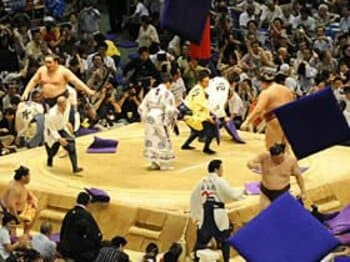 若手日本人力士を育成するための積極策を。~相撲人気復活の切り札とは?~<Number Web> photograph by KYODO