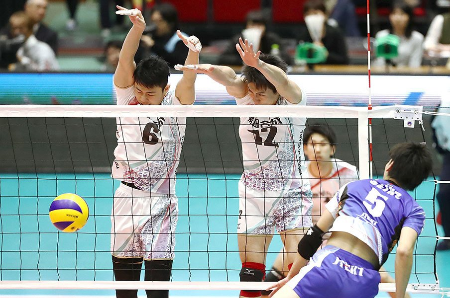 Vリーグの新制度ゴールデンセット。最後の25点で全てが決まる緊張感!<Number Web> photograph by Kyodo News