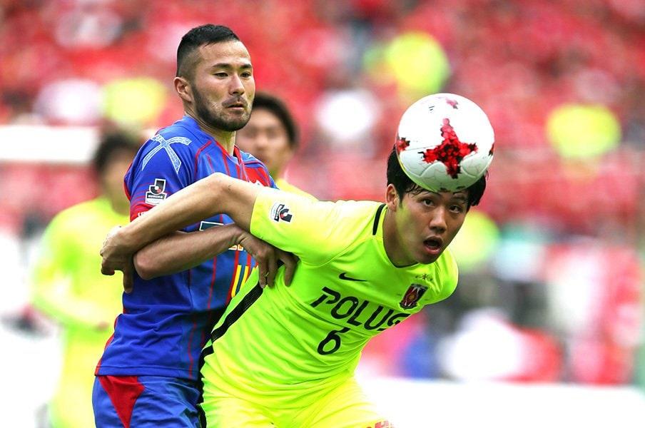 攻撃一辺倒のサッカーに「あれっ」。遠藤航が浦和の現実路線を語る。<Number Web> photograph by J.LEAGUE PHOTOS