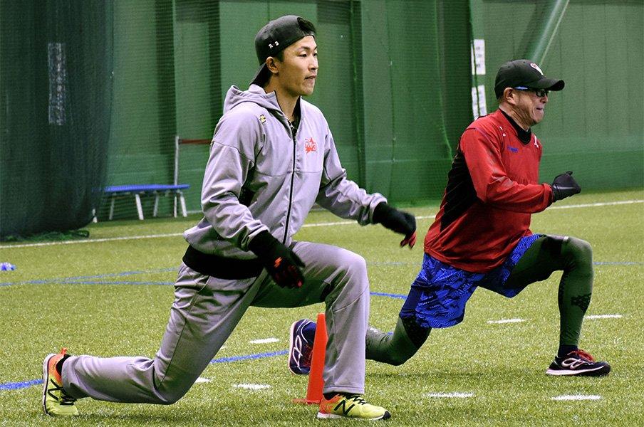 """難病を乗り越えたオリ安達了一。貫く""""ショート""""へのこだわり。<Number Web> photograph by Kyodo News"""