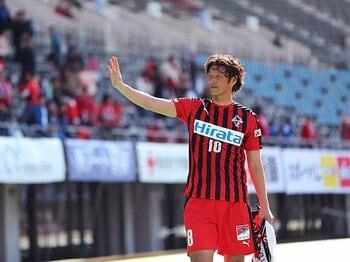巻誠一郎の生き様が熊本に重なる。試合も震災復興も走り続ける日々。<Number Web> photograph by J.LEAGUE