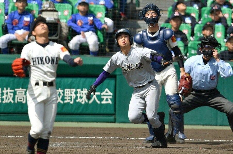 「花巻東の小兵」は今年も仕事人。159cm八幡尚稀がもぎとった四球。<Number Web> photograph by Kyodo News