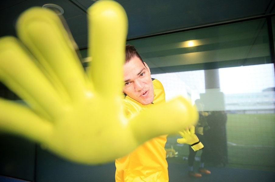 ファンデルサールの「GK論」を川口能活に読んでもらったら!?<Number Web> photograph by Getty Images