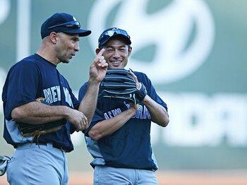 来季のユニフォームもヤンキース!?イチローの契約を左右する4人の男。<Number Web> photograph by Naoya Sanuki