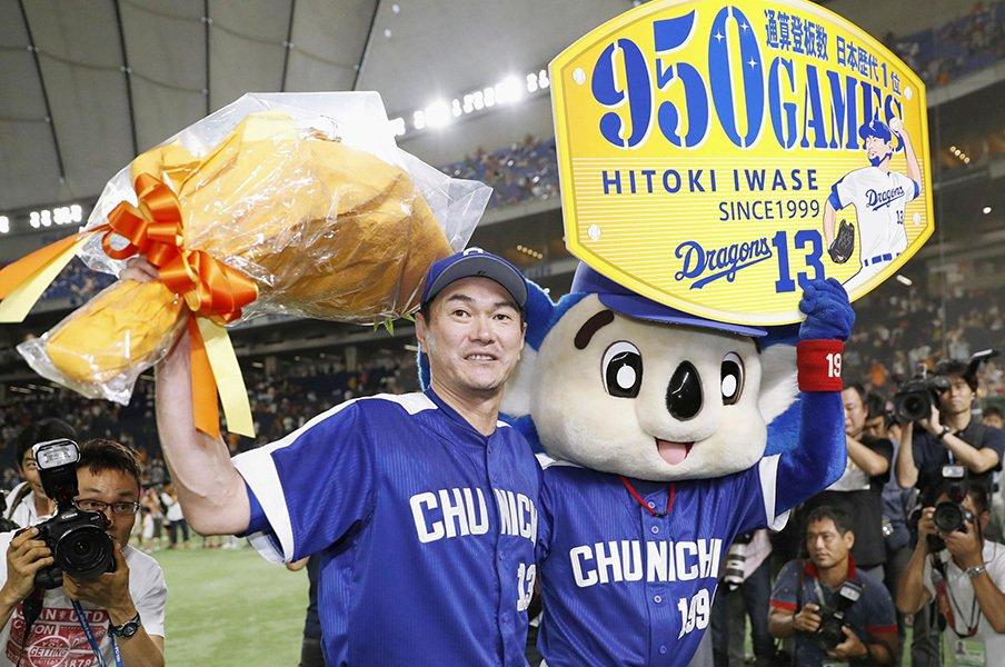 岩瀬仁紀が歩んだ苦難の950登板。見栄とも娯楽とも無縁の野球人生。<Number Web> photograph by Kyodo News