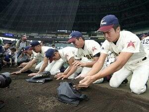"""《素朴な疑問》甲子園の土はなぜ""""ブランド化""""した? 最初に持ち帰った高校球児は誰か? 72年前の夏「気づいたらポケットに土が…」"""