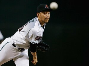 平野佳寿は大学時代から匠だった。メジャー強打者も封じる低めの技。