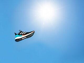 今年こそ初マラソンに挑戦したいランナーへ。adidas「ソーラーブースト」が持つ、未体験のフィット感。