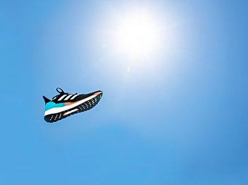 今年こそ初マラソンに挑戦したいランナーへ。adidas「ソーラーブースト」が持つ、未体験のフィット感。<Number Web> photograph by Kiichi Matsumoto
