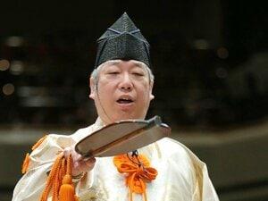"""大相撲の行司さんって土俵裁き以外に何をしている?「じつは番付の""""習字""""も私たちの仕事です」"""
