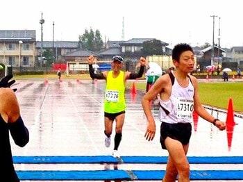 """51歳、""""どうにか""""サブスリー達成!1年で14レースに出た金トレ法を公開。<Number Web> photograph by Tetsuhiko Kin"""