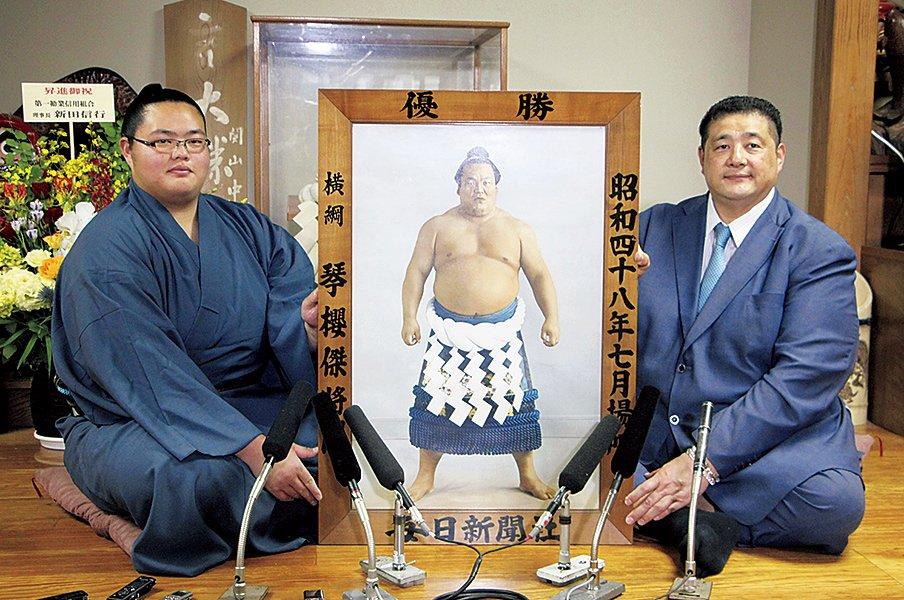 相撲は「家業」であり「宿命」。二代目琴ノ若は猛牛になれるか。~大関以上になれば祖父の名を?~<Number Web> photograph by KYODO