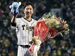 """「明日すら、見失いそうに…」引退式で藤川球児が思わず声を詰まらせた""""MLBでの3年間"""""""