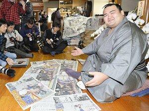 プチ鹿島、1月のスポーツ新聞時評。主役は琴奨菊……じゃなくてSMAP!?