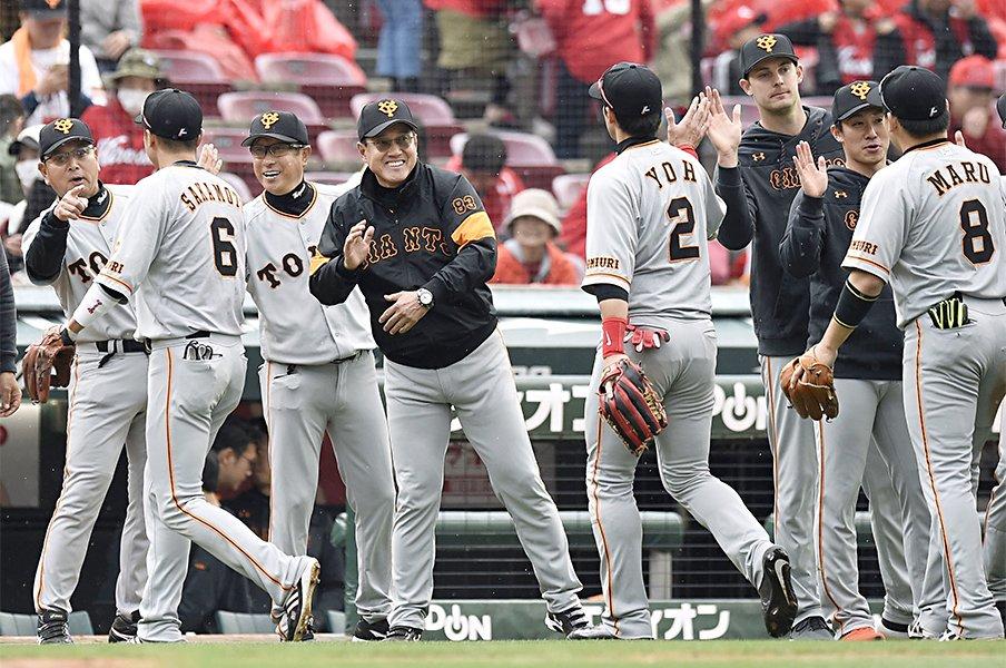 """巨人は「恐怖」でチームを劇的改革。""""鬼になった""""原監督の采配とは?<Number Web> photograph by Kyodo News"""