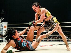 """""""世界一の女""""浜崎朱加が直面した、""""ジャパン""""のRIZINで輝く難しさ。"""