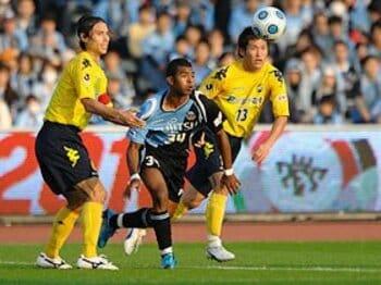 Jリーグに一流外国人が来ない理由。獲得に残された2つのルートとは?<Number Web> photograph by Masahiro Ura