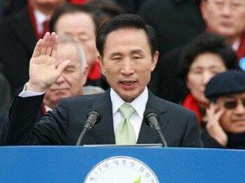 大統領もGoサイン!2010年、韓国でF1初開催へ。~来年は隣国へF1観戦旅行!~<Number Web> photograph by KYODO