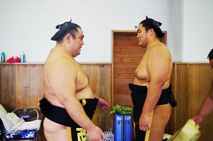 「相撲人生の最後を楽しませてくれた」若の里と元付け人・輝の巡業物語。 <Number Web> photograph by Shoko Sato