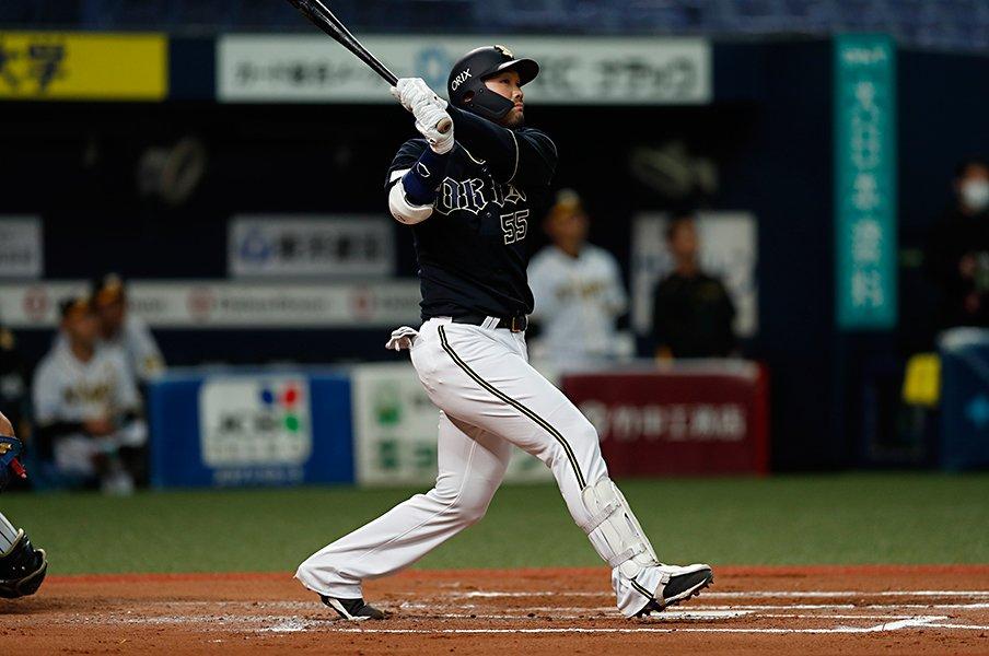 """22歳でホームラン王から10年……。T-岡田が取り戻した""""遊び心""""。<Number Web> photograph by Kyodo News"""