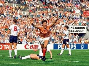 オランダ EURO1988「ファンバステンが放った奇跡のボレーシュート」~伝説のゴール再現~