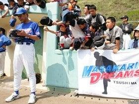 野球を愛する男たちの、恩返しのカタチ。