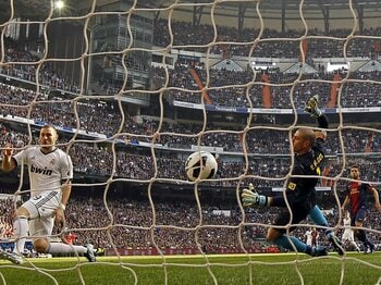 CL前のクラシコ連戦でレアルに完敗。絶不調のバルサは立ち直れるのか?<Number Web> photograph by Real Madrid via Getty Images
