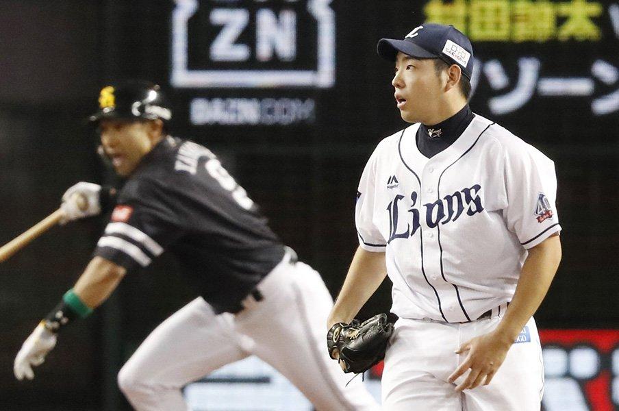 菊池雄星を変えた炭谷銀仁朗の言葉。「奪三振王と最多勝、どっち?」<Number Web> photograph by Kyodo News