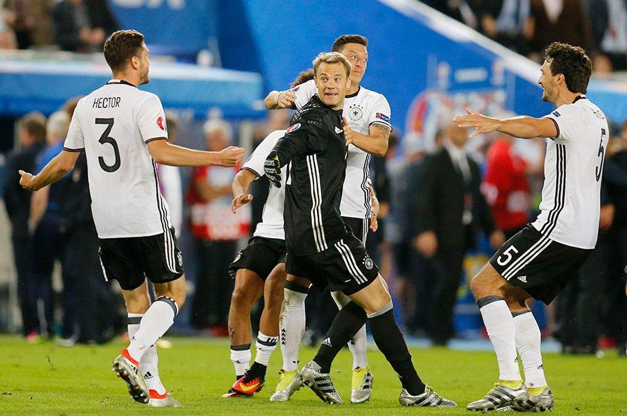 イタリアへのトラウマと、分析技術。ドイツEURO準々決勝、PK勝利の内幕。<Number Web> photograph by AP Photo/AFLO