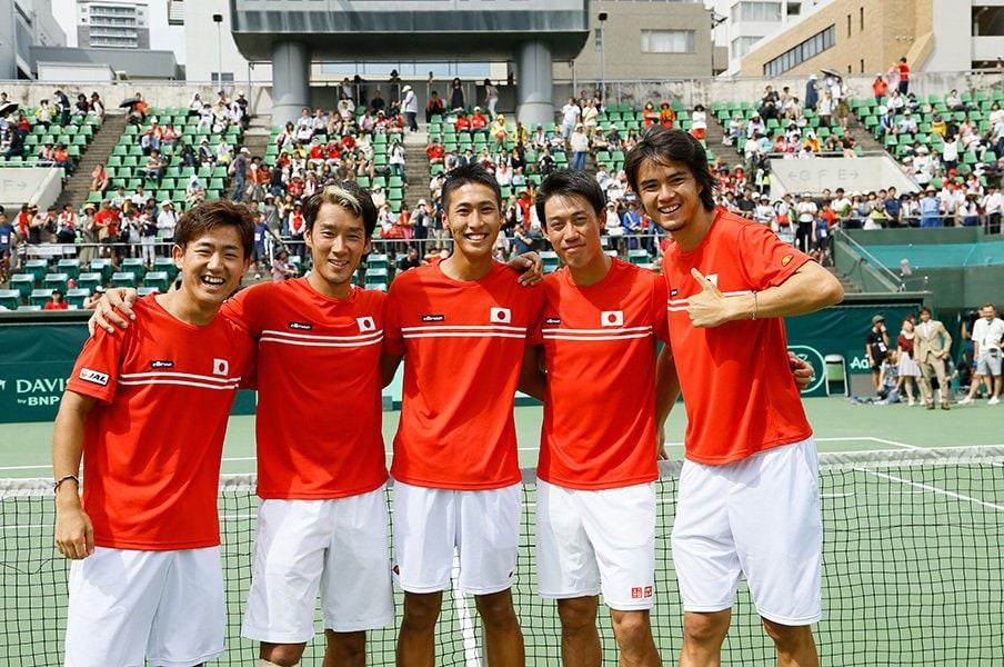 錦織圭らが日の丸を背負い世界に挑む!デビスカップの会場を「赤い衝動」が包む。<Number Web> photograph by Hiroshi Sato