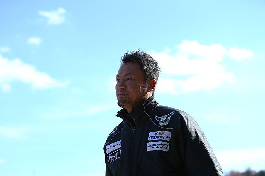 森岡隆三監督が語る2年目のJ3攻略。鳥取に「悪くない」はもう要らない。<Number Web> photograph by J.LEAGUE PHOTOS