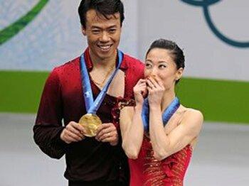 ロシアの13連覇がついに途絶えた!最年長の中国ペア、宿命の金メダル。<Number Web> photograph by Takuya Sugiyama/JMPA